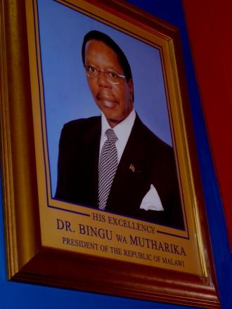 Este é o presidente do Malawi, Dr. Bingu