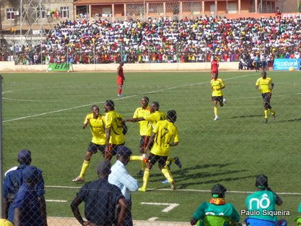 Uganda - Comemorando o Gol